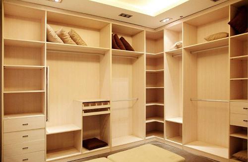 定制衣柜企业如何定位自己在市场的地位?